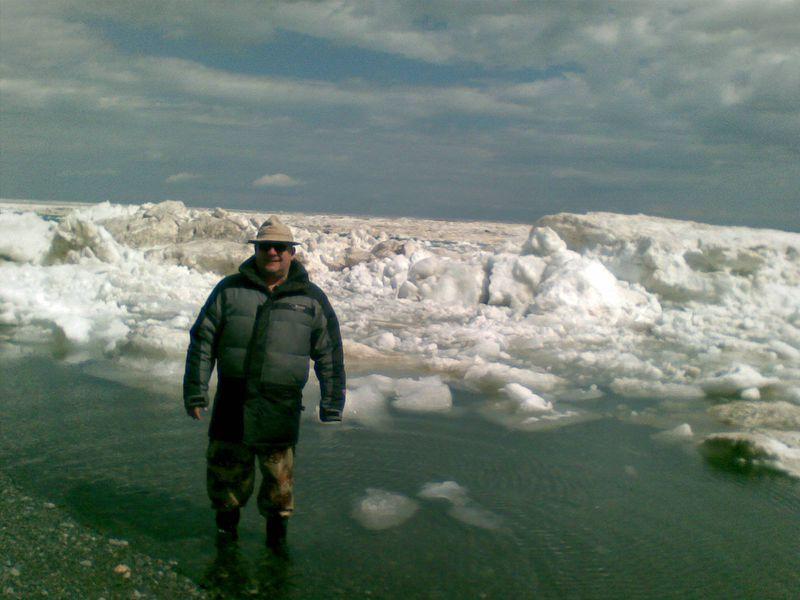 Озеро Алаколь. Льды и торосы у берега. Alakol Lake. Ice and hummocks near the shore.