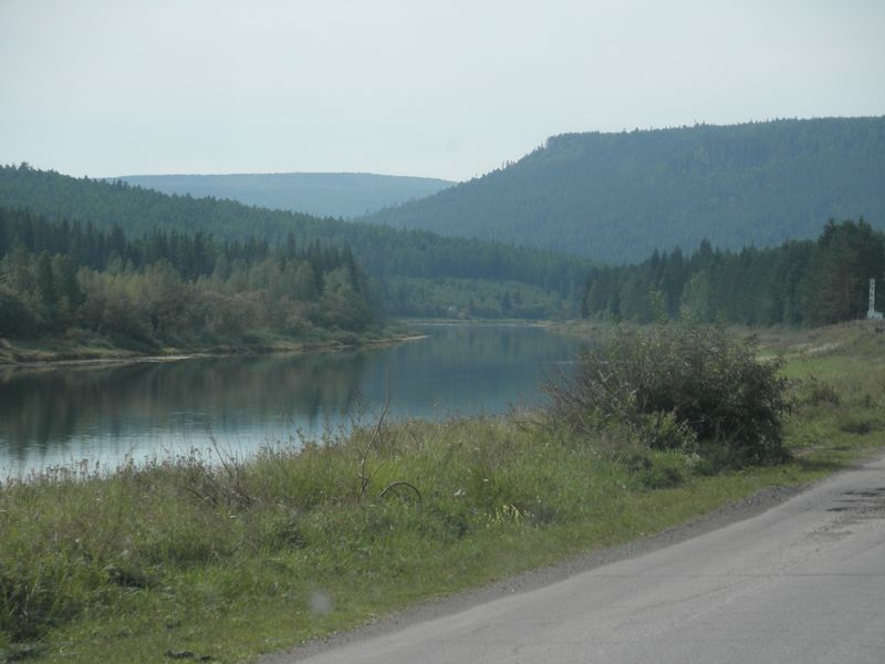 Дорога вдоль реки Куты. The road along the Kuta River.