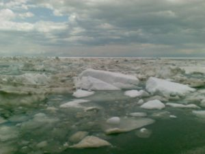 Озеро Алаколь. Льды и торосы у берега. Alakol Lake. Ice and hummocks near the shore.