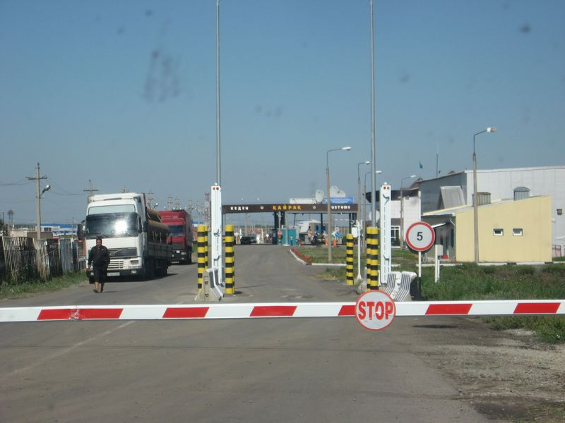 Граница между Россией и Казахстаном. Дорога Кустанай - Троицк. The border between Russia and Kazakhstan. The road Kustanai - Troitsk.