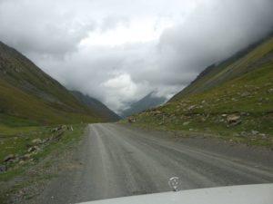 Киргизия. Дорога к перевалу Чон-Ашу. Kyrgyzstan. The road to the pass Chon-Ashu.