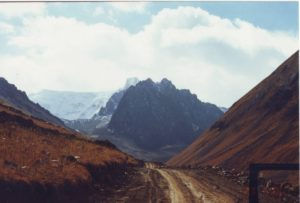 Киргизия. Дорога на перевал Кок-Айрык. Kyrgyzstan. The road to the Kok-Airik pass.
