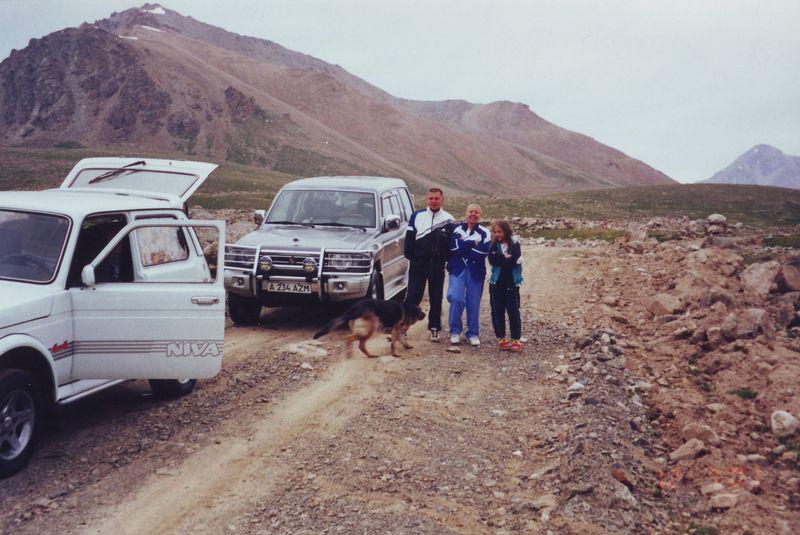 Короткая дорога на Иссык-Куль. Перевал Озёрный. Граница Казахстана и Киргизии. A short road to Issyk-Kul. Ozerny Pass. The border of Kazakhstan and Kyrgyzstan.