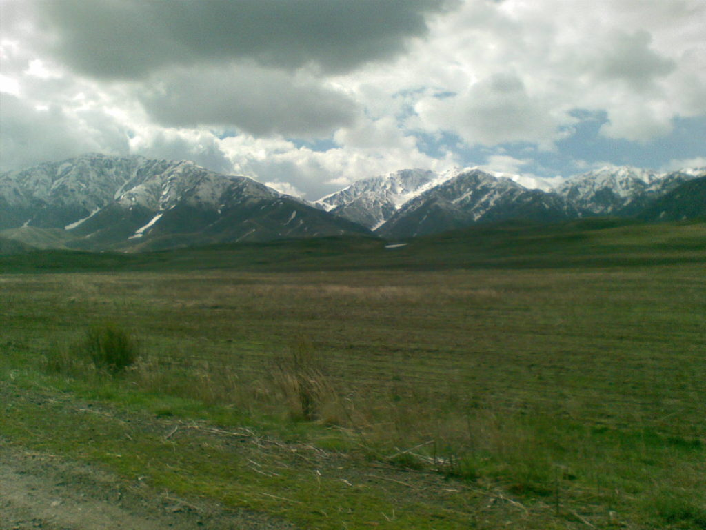 Дорога от озера Алаколь через горы Джунгарского Алатау. The road from Lake Alakol through the mountains of Dzungarian Alatau.