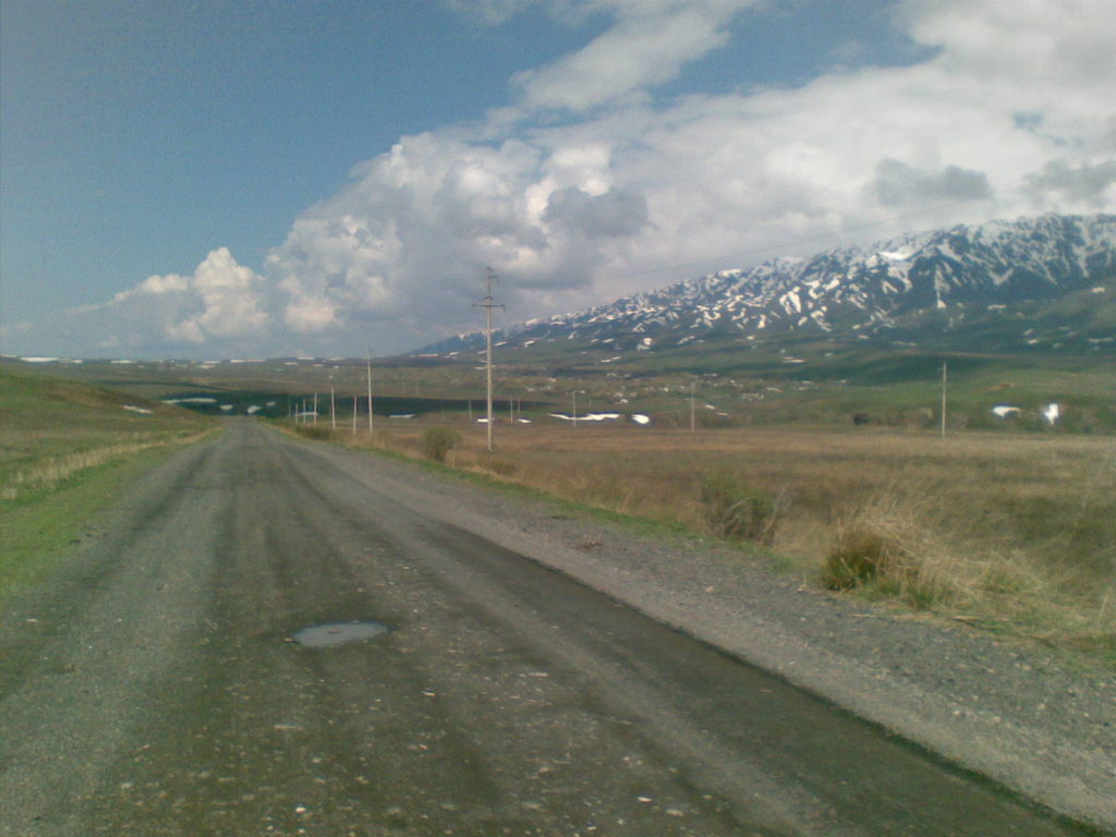 Дорога от озера Алаколь через горы Джунгарского Алатау. The road from the Alakol Lake through the mountains of the Dzungarian Alatau.
