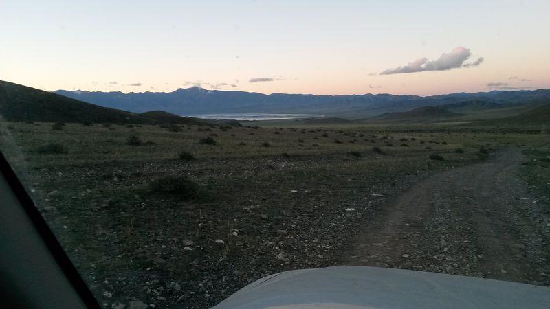 Монголия. Дорога от озера Ачит до Улангома. Озеро Уурэг. Mongolia. The road from Lake Achit to Ulangom. Lake Uureg.