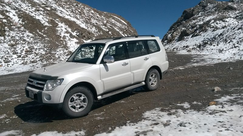 Киргизия. Перевал Чон-Ашу. Автопутешествие на MITSUBISHI PAJERO. Kyrgyzstan. Pass Chon-Ashu. Autotravel on MITSUBISHI PAJERO.