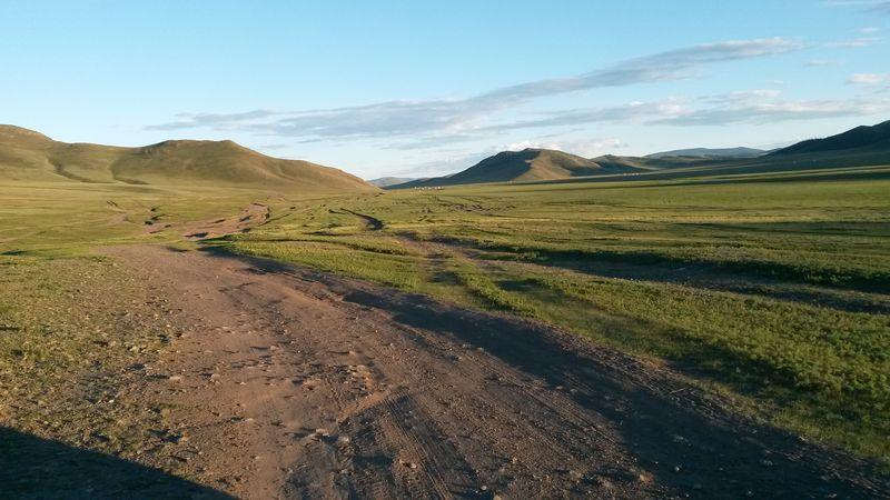 Автопутешествия. Много дорог Монголии. Autotravel. Many roads of Mongolia.