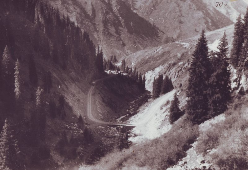 Река Кумбель. Дорога на Большое Алматинское озеро. Kumbel River. The road to the Big Almaty Lake.