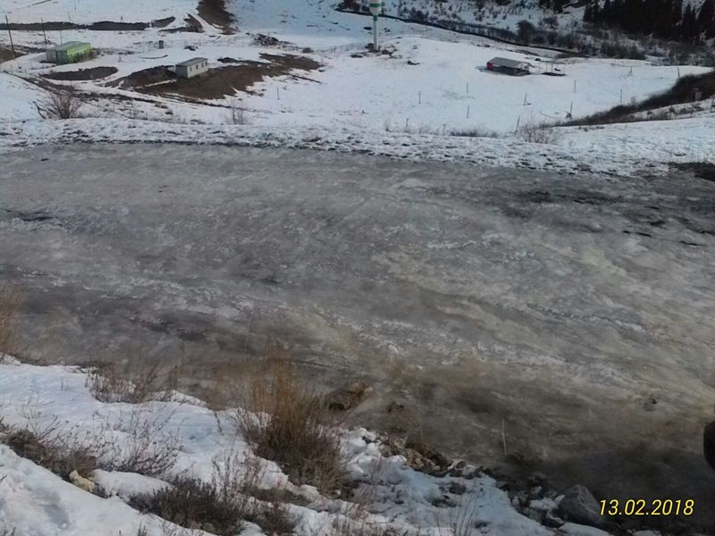 Дорога на озеро Кольсай. Лёд на дороге. The road to the lake Kolsai. Ice on the road.