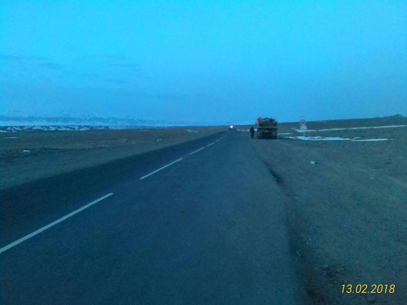 Дорога от Кульджинского тракта к посёлку Жаланаш. The road from the Kuldzhynsky tract to the village Zhalanash.