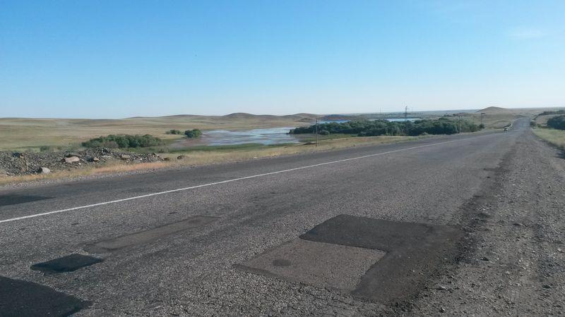Дорога от Талдыкоргана на озеро Алаколь. The road from Taldykorgan to Lake Alakol.