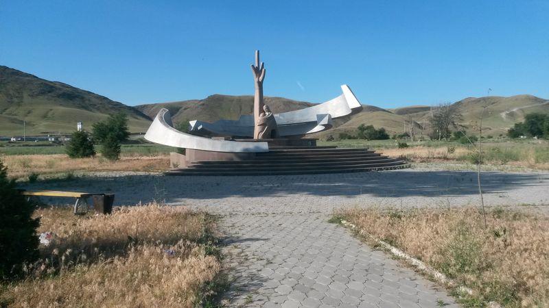 Кызылагаш. Памятник жертвам наводнения. Kyzylagash. Monument to the victims of the flood.