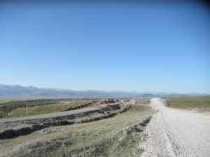Дорога к границе от посёлка Каркара. The road to the border from the village of Karkara.