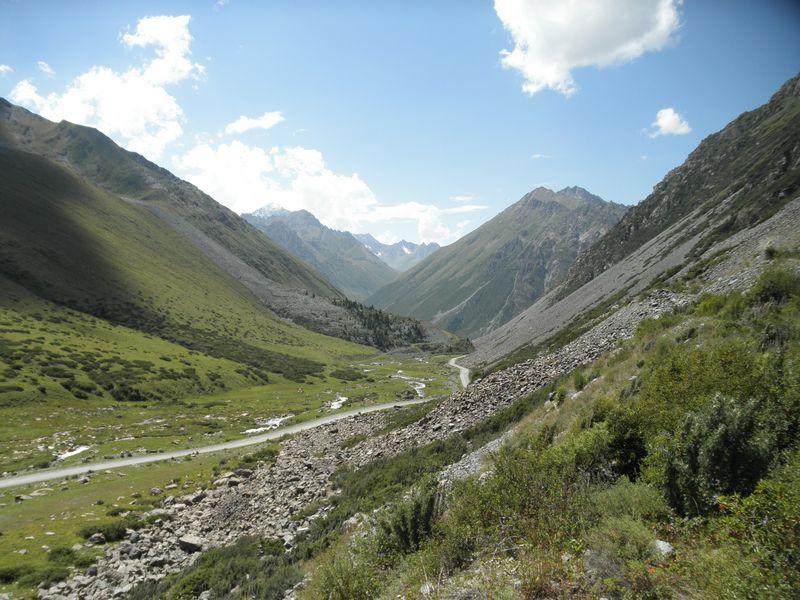 Киргизия. Дорога к перевалу Чон Ашу. Kyrgyzstan. The road to the Chon Ashu Pass.