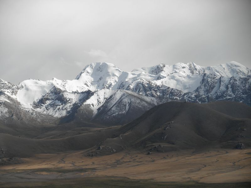 Тянь-Шань. Киргизия. Долина реки Карасай. Tien Shan. Kyrgyzstan. The Karasai River valley.