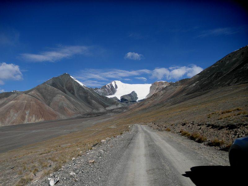 Тянь-Шань. Киргизия. Горная дорога. Tien Shan. Kyrgyzstan. Mountain road.