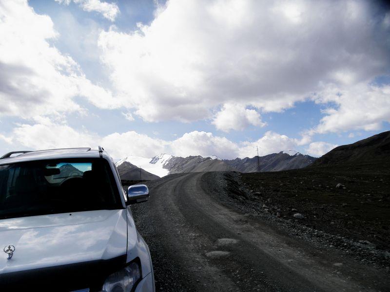 Тянь-Шань. Киргизия. Спуск с перевала Суек на север. Tien Shan. Kyrgyzstan. Descent from the pass Suyk to the north.