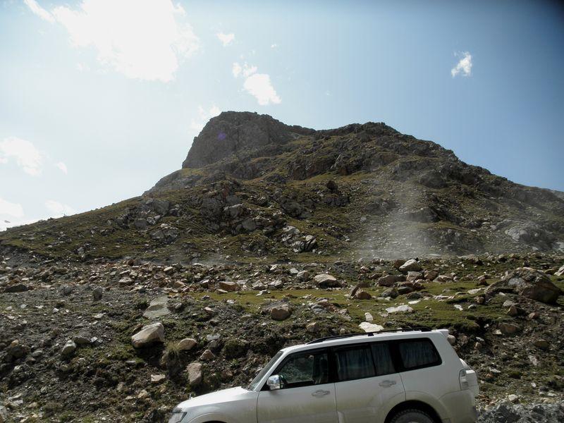 Тянь-Шань. Киргизия. Дорога с перевала Сарымойнок. Tien Shan. Kyrgyzstan. The road from the pass Sarymoynok.