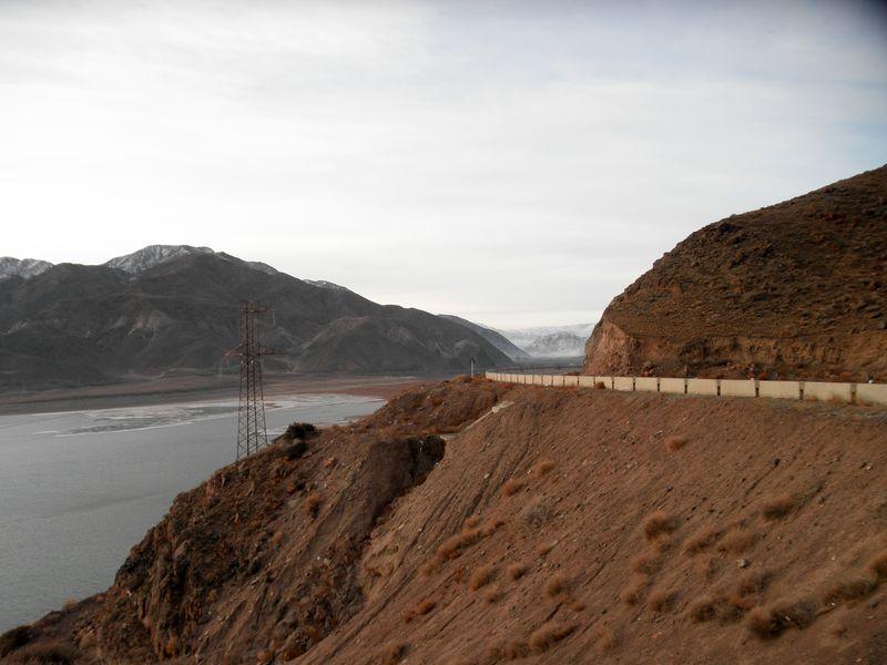 Киргизия. Тянь-Шань. Водохранилище Орто-Токой. Kyrgyzstan. Tien Shan. Orto-Tokoy reservoir.