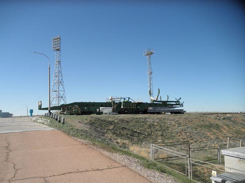 Космодром Байконур. Тяжёлые платформы для доставки ракеты на старт. Baikonur Cosmodrome. Heavy platforms for rocket delivery to the launch.