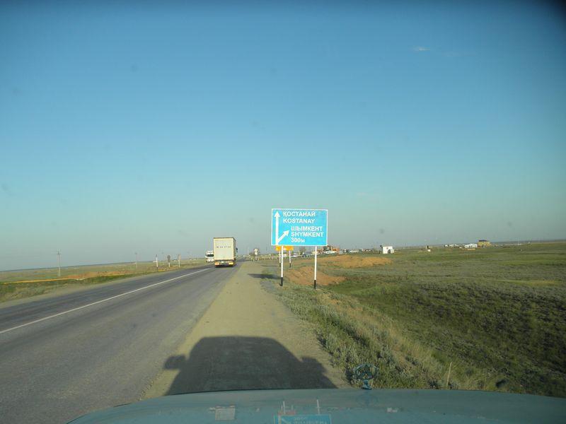Дороги Казахстана. Трасса Актюбинск - Кустанай. Поворот на Чимкент. Roads of Kazakhstan. The route Aktyubinsk - Kostanay. Turn to Chimkent.