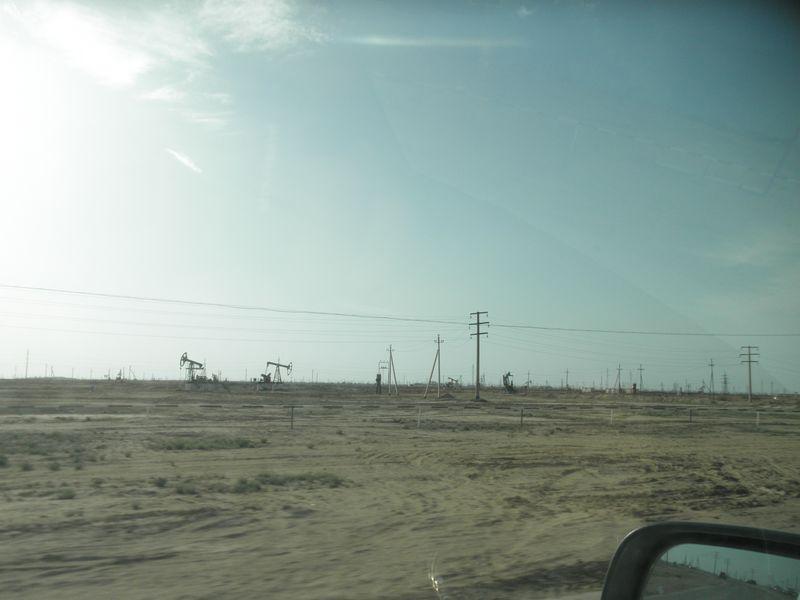Казахстан. Полуостров Мангышлак. Поле нефтяных качалок. Kazakhstan. Peninsula Mangyshlak. Field of oil rocking.