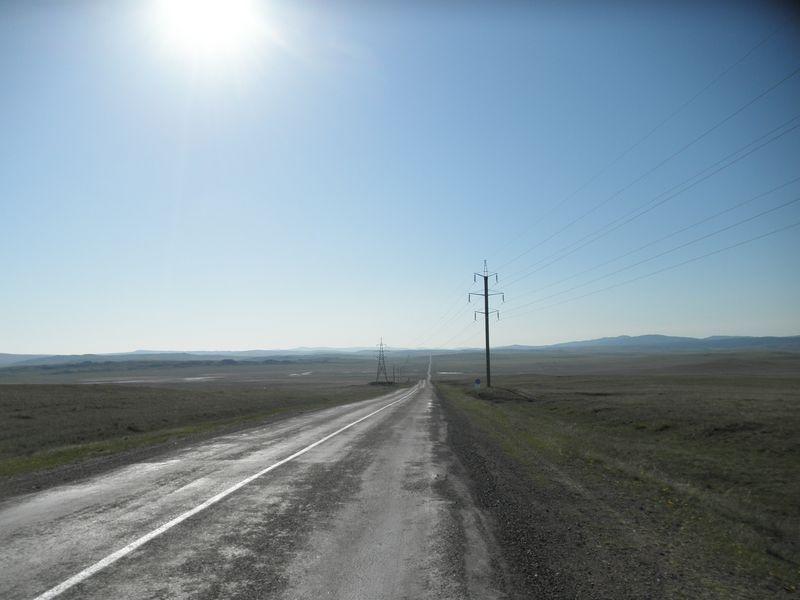 Автомобильная дорога Караганда - Каркаралинск. Старенькая, но не очень плохая. Karaganda - Karkaralinsk road. Old but not very bad.