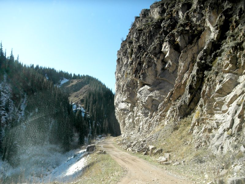 Тургеньское ущелье. Дорога на плато Ассы. Turgen Gorge. The road to the Assy plateau.