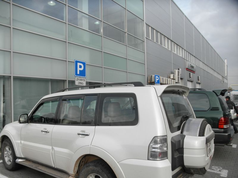 Техническое обслуживание на сервисном центре официального дилера компании Mitsubishi Motors. Maintenance at a service center of an authorized Mitsubishi Motors dealer.