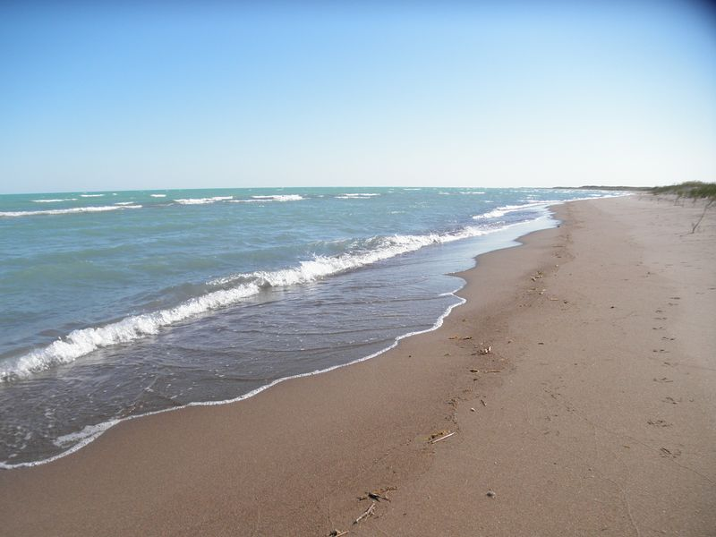 Казахстан. Озеро Балхаш. Берег озера недалеко от посёлка Лепсы. Kazakhstan. Lake Balkhash. The shore of the lake near the village of Lepsy.