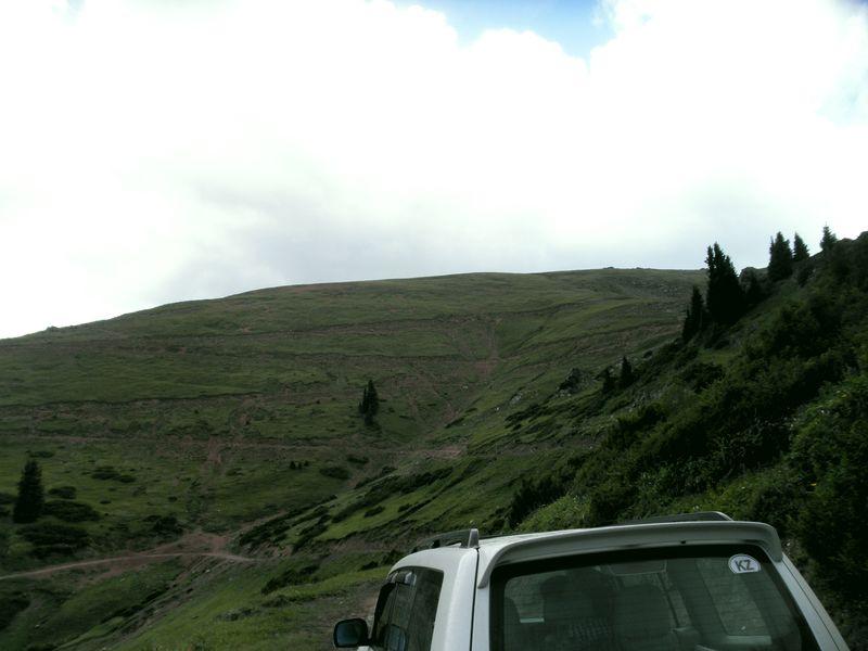 Горы Кетмень. Казахстан. Северная сторона перевала Кетмень. Ketmen mountains. Kazakhstan. The north side of the Ketmen pass.