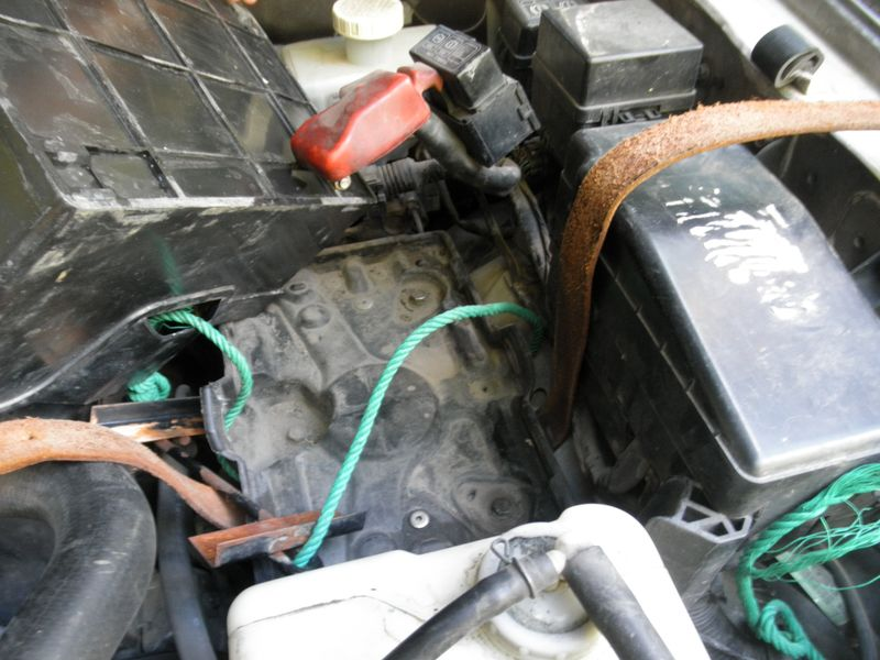 Ремонт крепления аккумулятора Mitsubishi Pajero. Mitsubishi Pajero battery mount repair.