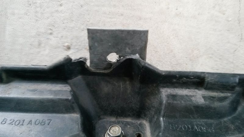 Ремонт крепления аккумулятора Mitsubishi Pajero. Mitsubishi Pajero battery mount repair.